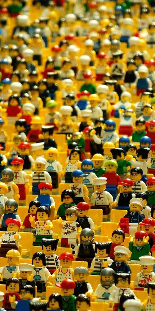 Crowd_of_Lego_Figures
